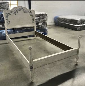 Bed Solid Wood Shabby Chic Flowers French Farmhouse TWIN Size for Sale in Burbank, CA