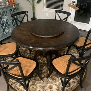 Beautiful Round Breakfast Table for Sale in Houston, TX
