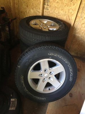 Brand New Jeep wheels and tires less then 600 miles for Sale in Lakeland, FL