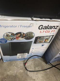 Galanz 1.7 mini fridge for Sale in Irmo,  SC