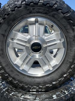 "SET OF FOUR 18"" CHEVY GMC WHEELS AND TIRES for Sale in Farmersville,  CA"