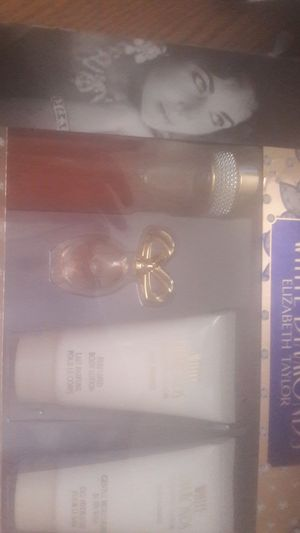 Elizabeth Taylor White Diamonds perfume gift set for Sale in Fairview Heights, IL