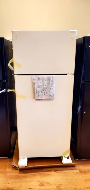 Brand new!! Put the box! Ge top n bottom refrigerator! for Sale in Lindenwold, NJ