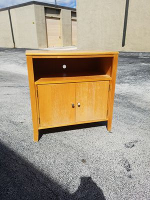 "Tv Stand by Stanley Furniture that's in good condition! Dimensions: 30""W x 18""D x 30""H for Sale in Delray Beach, FL"