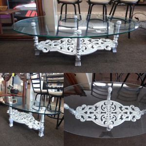 Oval Glass Coffee Table. for Sale in Tampa, FL
