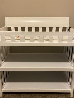 Delta Children Eclipse Changing Table with Changing Pad, White for Sale in Auburn,  WA
