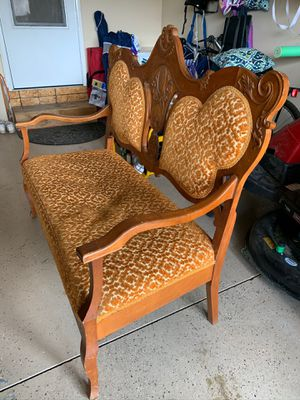 Antique Design Love Seat Furniture for Sale in Belleville, MI