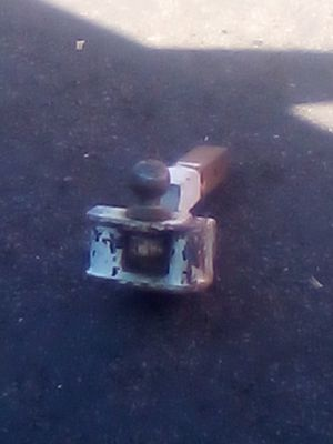 **HEAVY DUTY TRUCK HITCH WITH 2 AND 5/8 BALL for Sale in Bakersfield, CA