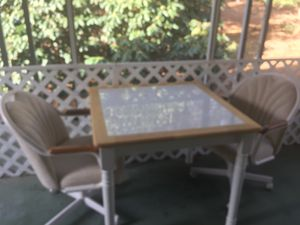 Table and chairs for Sale in Manchester Township, NJ