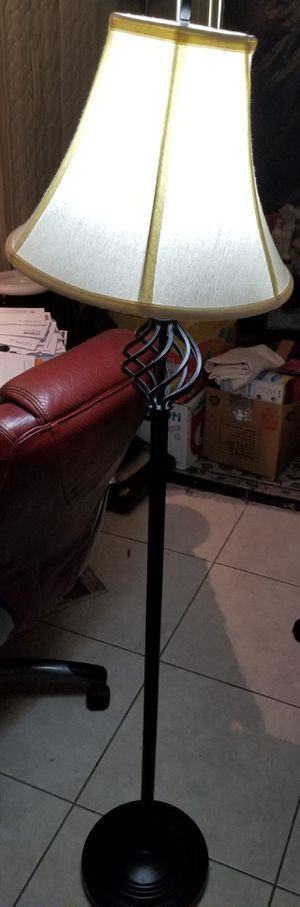 Like new standing tall lamp for Sale in Sunrise, FL