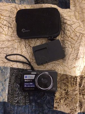 Sony Cyber-shot 16.1 MP camera camcorder video video recorder with case for Sale in West Springfield, MA