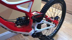 2014 DOWNHILL MOUNTAIN BIKE SPECIALIZED for Sale in Brookline, MA