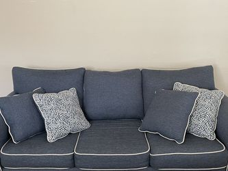 3 Seater Couch With Pillows for Sale in Dallas,  TX