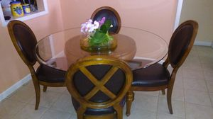 Dinning table with ornament for Sale in Hialeah, FL