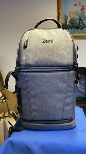 Zecti DSLR camera sling/bag New Condition for Sale in Lynnwood, WA