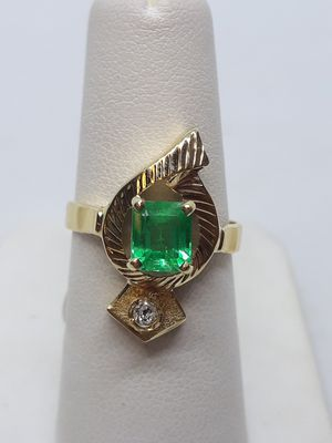 18k yellow gold emerald and diamond ring 4.2 grams size 6.5 for Sale in Fort Pierce, FL