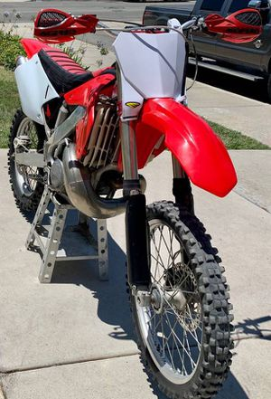 2001 Honda Cr250r 2 stroke dirt bike for Sale in Newark, CA