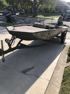 17 ft tracker and 30hp Johnson Outboard for Sale in Corona, CA