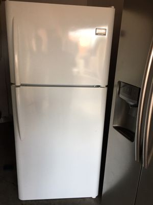 Frigidaire top freezer 30 inch wide semi new for Sale in San Leandro, CA