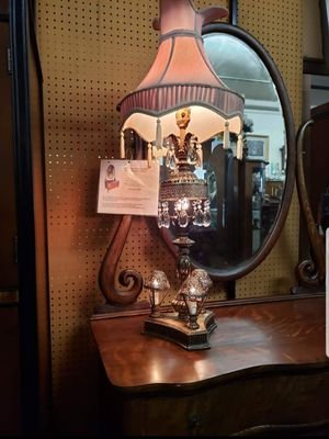 Antique bronze table lamp with teardrop cut glass fringes for Sale in Commerce, CA