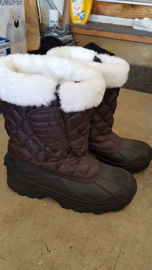Women's size 9 snow boots for Sale in Lakewood, WA