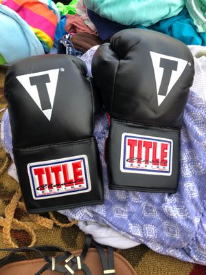 Used boxing gloves for Sale in Buckeye, AZ