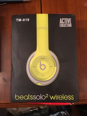 Beats solo2 wireless headphones Lime green for Sale in Seattle, WA
