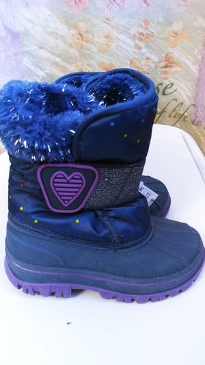 Girls snow boots toddler size 7 and 6 for Sale in Everett, WA