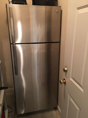GE Refrigerator/Top Freezer w/ice maker 17.5 cu. ft. Stainless Steel for Sale in Charlotte, NC