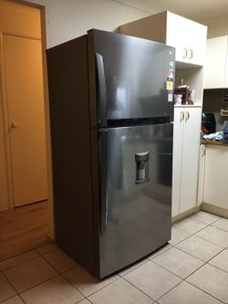 LG fridge 625 Liters for Sale in Birmingham,  MI