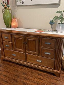 Dresser / Side Board for Sale in Lakewood,  WA