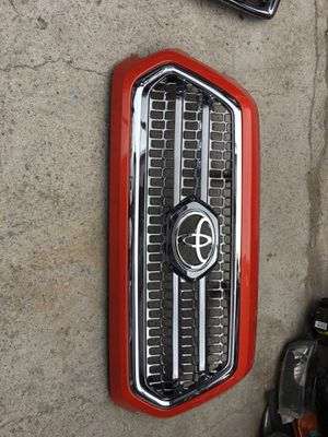 Toyota Tacoma 2016-2018 grill OEM for Sale in Hawthorne, CA