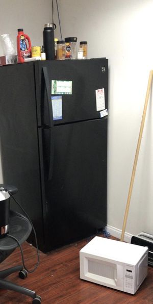 Free refrigerator STILL WORKS WELL! Used only in the office for Sale in Los Angeles, CA