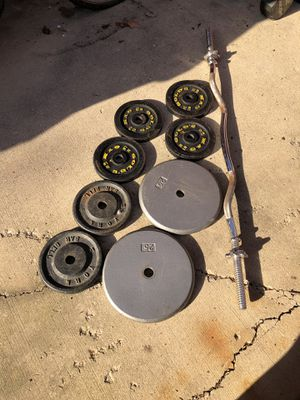 Curl Bar with 100lbs of weight plates for Sale in Yorkville, IL