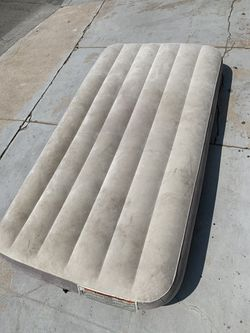 Intex Single Air Mattress for Sale in San Diego,  CA