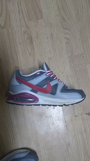 SIZE 7 NIKE AIR MAX for Sale in Rolla, MO