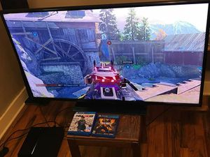 Ps4 50 inch tv for Sale in EAST GRAND RA, MI