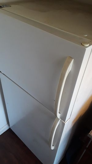 $75 OBO for refrigerator must go TODAY for Sale in Hawthorne, CA