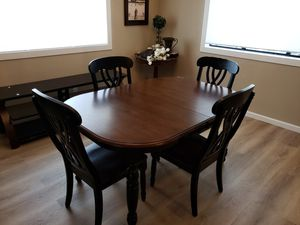 Dining set with 4 chairs for Sale in Auburn, CA