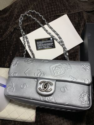Chanel iconic lucky charm limited edition shoulder bag for Sale in HUNTINGTN BCH, CA