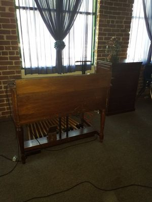 B-2 HAMMOND ORGAN AND LESLIE for Sale in Stockton, CA