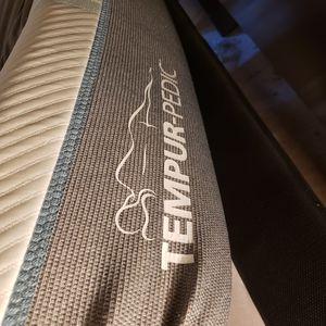 Tempurpedic mattress for Sale in Grovetown, GA