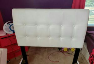 White twin bed for Sale in Charlotte, NC