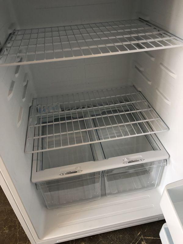 Insignia™ - 18.1 Cu. Ft. Top-Freezer Refrigerator - Whit
