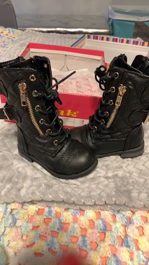 Toddler girl boots size 4 for Sale in Villa Rica, GA
