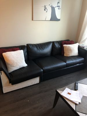 Leather couch sectional for Sale in Dallas, TX