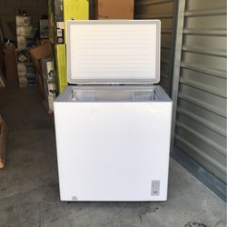 Midea 7.0 cu. ft. Chest Freezer for Sale in Garden Grove,  CA
