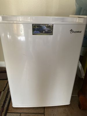 Mini fridge for Sale in West Palm Beach, FL