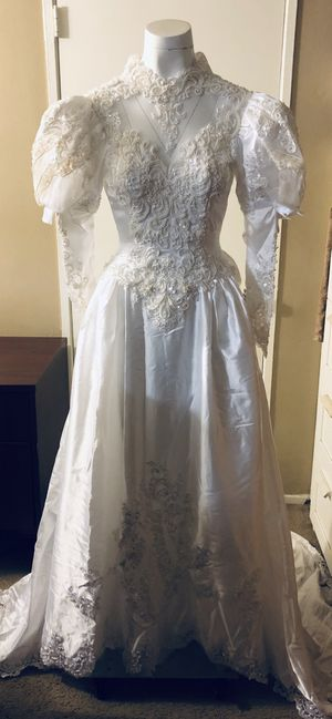 Alfred Angelo Wedding Dress size 4 for Sale in Walnut, CA