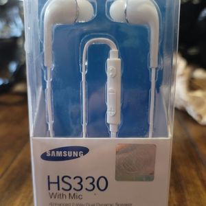 New In-Ear Samsung Earphones With Mic. Nuevos Audifonos Samsung Con Microfono Para Hablar Por Celular for Sale in Los Angeles, CA